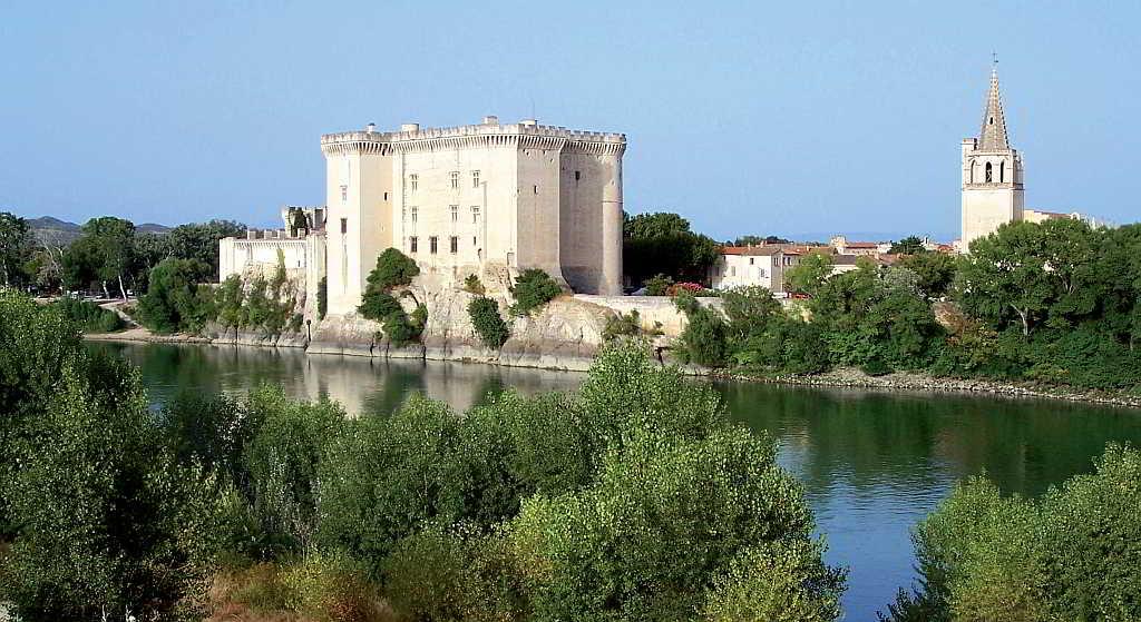 Panoràmica del Castell del rei Renat I, a Tarascon, a la vora del riu Roine.
